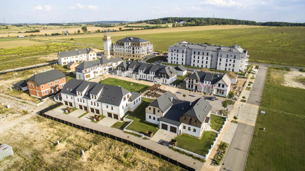 domy jednorodzinne w zabudowie szeregowej położone na terenie osiedla Siewierz Jeziorna